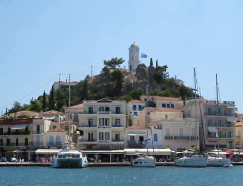 Ankeren bij een historische locatie op het eiland Poros