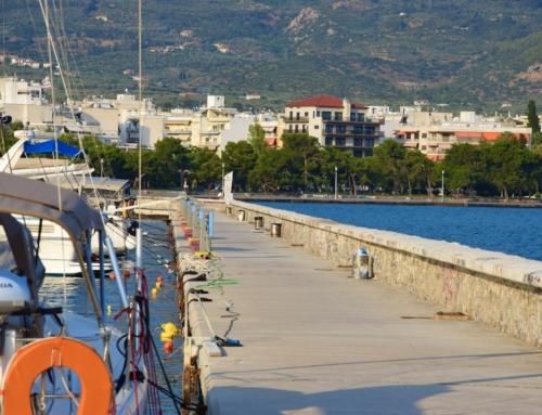Volos een grote stad met ruim een kilometer lange kade om af te meren