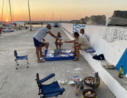 Kiparissia haven met schildpadden en barbecueën op de kade